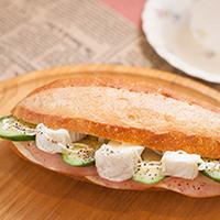 フランスパンのサンド